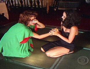 Dancin' Days: Briga entre Júlia e Yolanda