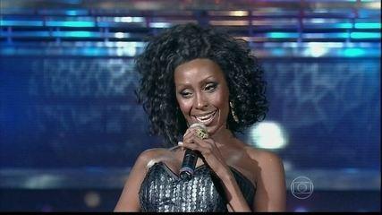 Corona abre o programa com o sucesso 'The Rhythm Of The Night'