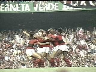Reveja o confronto em que Flamengo se tornou tricampeão Brasileiro sobre o Santos em 1983
