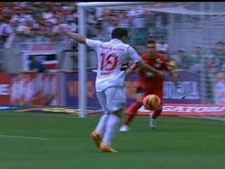Gol do São Paulo! Aloísio recebe lançamento e bate cruzado, aos 23 do primeiro tempo