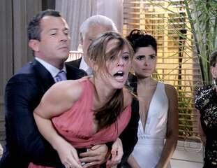 Amor à Vida: Félix confessa ter tirado Paulinha de Paloma