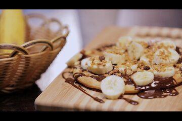 Waffles com Calda de Chocolate e Banana