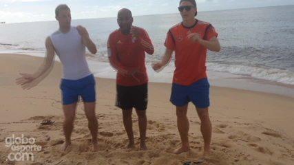Tibúrcio dá aula de samba para Neuer e Schweinsteiger na praia