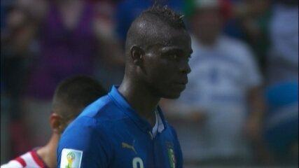 Balotelli acerta lindo chute, mas Navas aparece para defender, aos 32 do 1º tempo