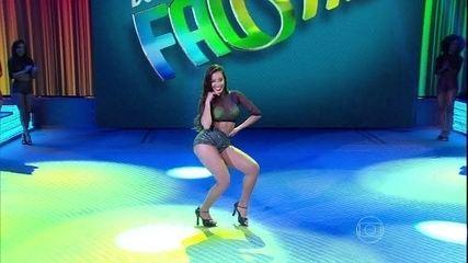 Mais uma que se rende! Bailarina Tatiana Scarletti também mostra desenvoltura com funk