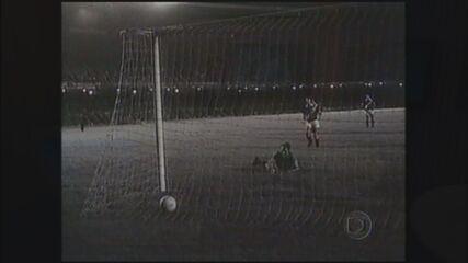 Pelé marca o milésimo gol no Maracanã (vídeo de 2014)