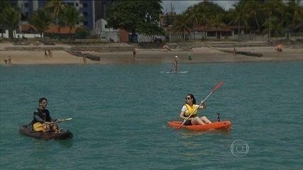 Praia de João Pessoa ganha o apelido de 'Caribessa' por causa da água transparente