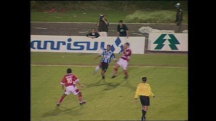 Grêmio vence Inter com gol de Ronaldinho e é campeão gaúcho de 99; relembre