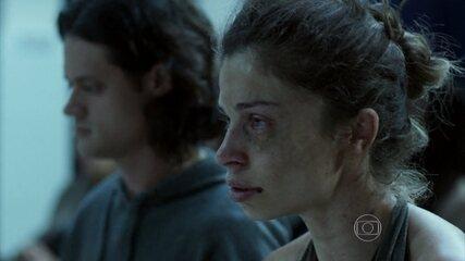 Emanoel convence Larissa a sair da cracolândia