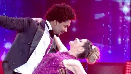 Mariana Santos emociona a plateia no palco do 'Domingão'