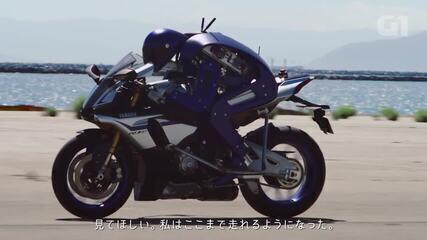 VÍDEO: 'robô-motoqueiro' Motobot da Yamaha desafia piloto Valentino Rossi