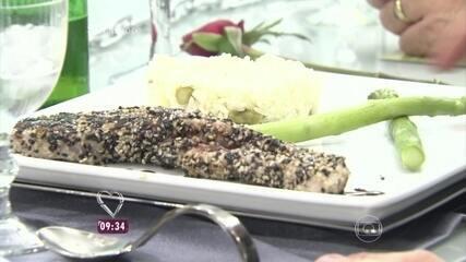 Prato principal da Paula: Atum em Crosta com Arroz de Jasmin e Aspargos Frescos