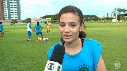 Meninas que sonham em ser jogadoras de futebol participam de seleção do Tiradentes