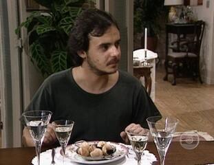 Meu Bem, Meu Mal: Doca aprende a comer escargot