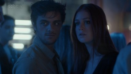 Teaser 19/9 - Eliza e Jonatas flagram o beijo entre Arthur e Natasha