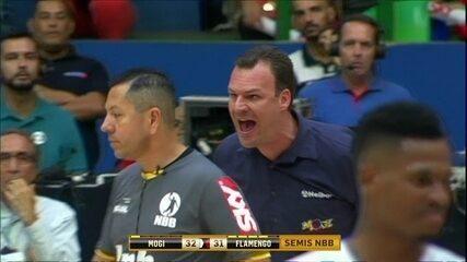 Técnico do Mogi foi desqualificado, no 2º quarto do jogo Mogi x Flamengo, pela NBB