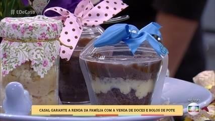 Casal garante renda com a venda de doces e bolos de pote