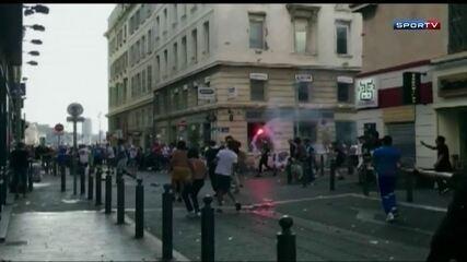 Relembre: Torcedores ingleses e russos brigam entre si e contra polícia de Marselha
