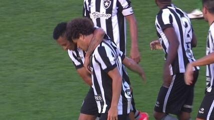 Gol do Botafogo! Camilo cobra falta com perfeição, no ângulo, aos 40 do 2º tempo