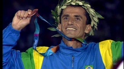"""""""Minha medalha"""": Vanderlei Cordeiro de Lima relembra medalha de bronze em Atenas"""
