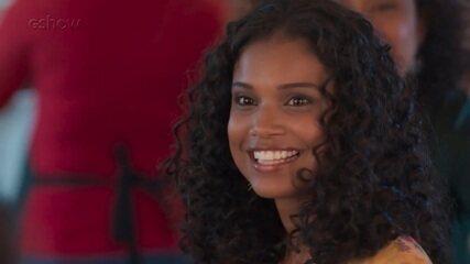 Teaser Malhação - 08/11: Joana arrasa no look para jantar com a nova família