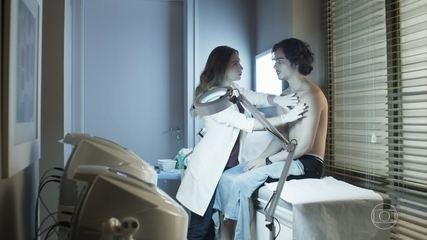 Paula informa Nicolau sobre seu estado de saúde