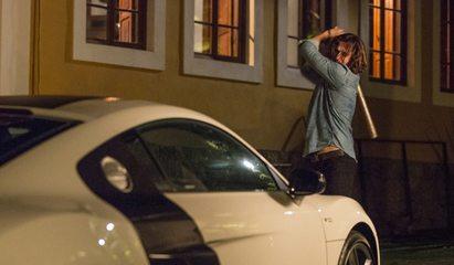 Gui agride Léo e quebra o carro do cantor
