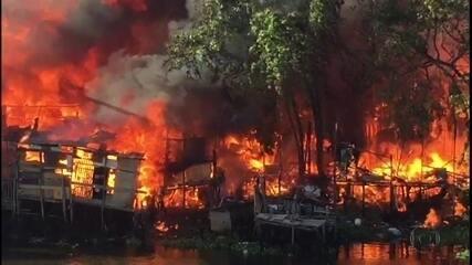 Incêndio destrói moradias em comunidade na Zona Oeste do Recife