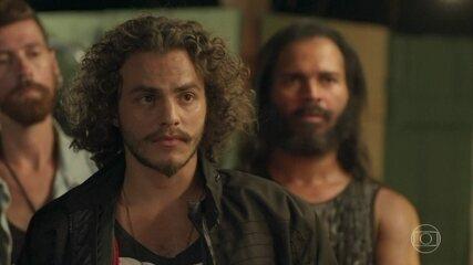 Hugo interpreta motoqueiro amigo de Mario (Bruno Gagliasso).