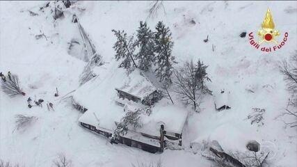 Avalanche atinge hotel na Itália