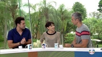 Débora Falabella conversa com Otaviano e Joca na bancada do Vídeo Show