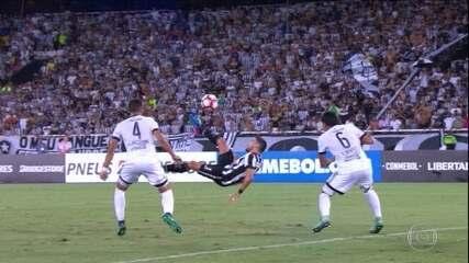 Rodrigo Pimpão faz golaço e deixa Botafogo em vantagem na Libertadores