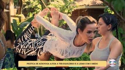 Ana Furtado aprende movimentos da Acroyoga