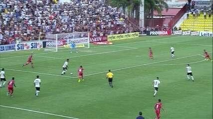 Gol do Corinthians! Kazim aproveita sobra de bola e abre o placar, aos 29' do 1º tempo