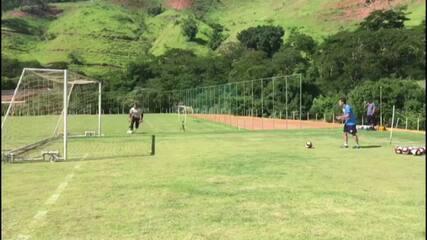 Leandro Franco prepara goleiros do Tombense