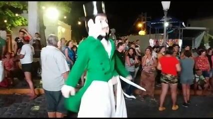 Homenzinho da Meia-noite brinca no carnaval de Olinda