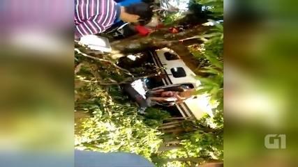 Vídeo mostra moradores invadindo avião após queda em Sorocaba