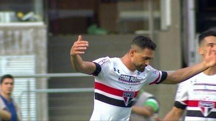 Gilberto pede, e GloboEsporte.com mostra os 10 gols do atacante do São Paulo
