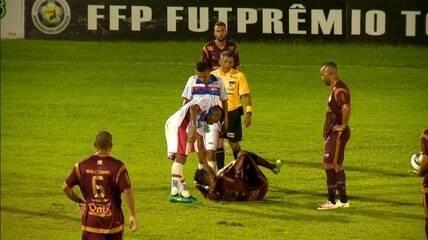 Testinha recebe vermelho após cotovelada; é o terceiro jogador do Piauí expulso