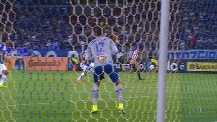 Veja os principais lances de Cruzeiro 1 x 2 São Paulo