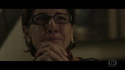 Vera tem um mau pressentimento quando Renato sai de casa para encontrar Gustavo