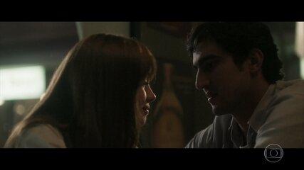 Alice vai com Renato encontrar Gustavo