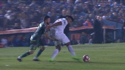 Derrota da Chapecoense para o Nacional-URU, na Libertadores, teve falha de Nathan e expusão de Rossi