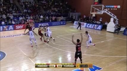 Melhores momentos: Pinheiros 102 x 98 pelas quartas de final do NBB