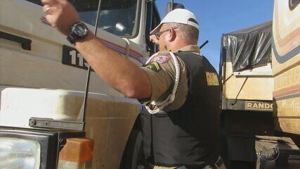 Dois motoristas são presos suspeitos de adulterar placas na MG-050, em Passos (MG)