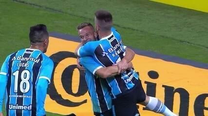 Confira o primeiro gol de Arthur como profissional