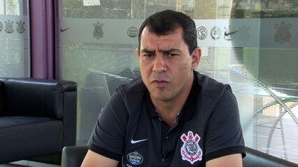Fábio Carille responde sobre zagueiro da base e futuro de Pablo