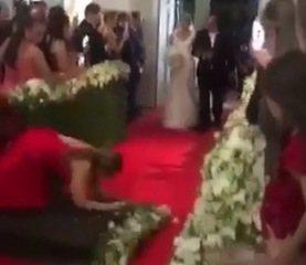 Mulher cai ao tirar foto em casamento e vídeo viraliza nas redes sociais