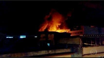 Supermercado pega fogo no Grajaú