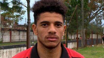 """Guri do """"Progresso"""": Taison volta ao clube e resgata suas origens em Pelotas"""